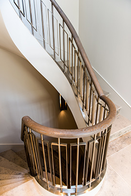 Showing the staircase with handrail in stained oak