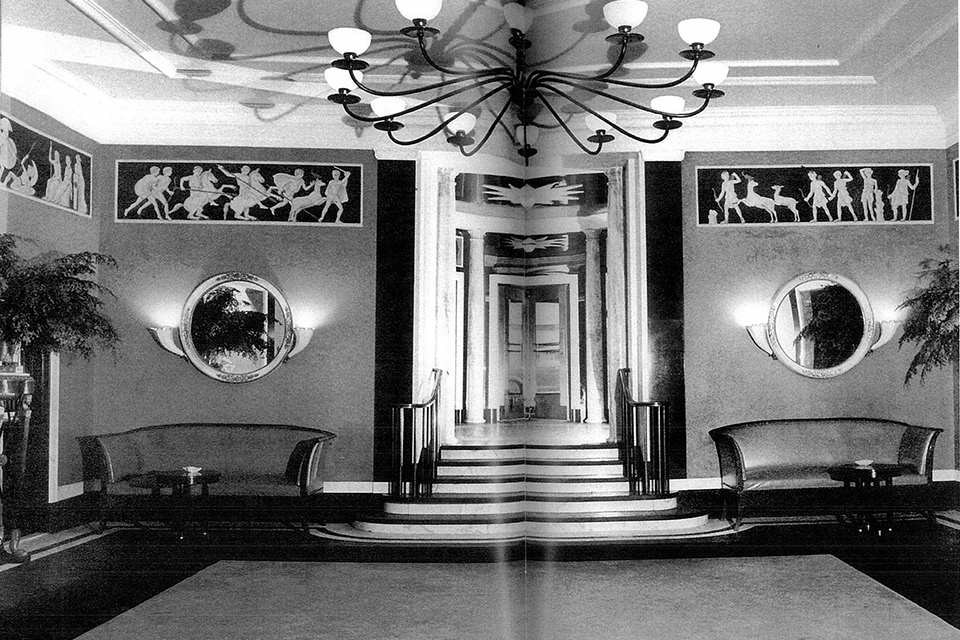 The lobby of the Hotel Carlyle, Madison Avenue at 76th Street, New York, 1930 Interior Design by Dorothy Draper - Photograph from 'In the Pink: Dorothy Draper, America's Most Fabulous Decorator' by Carleton Varney
