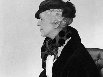 An account of the life of interior designer Elsie de Wolfe, famous for saying