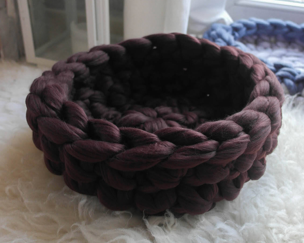 Chunky pet bed made from unspun acrylic yarn as an alternative to wool