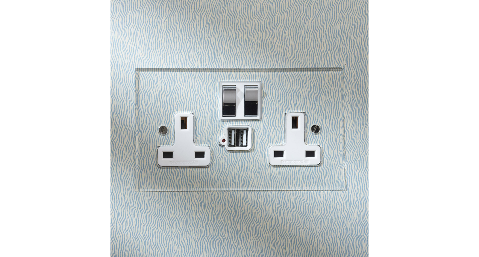 The verticals in this image of an invisible socket are not quite aligned which makes it disturbing to look at for visually acutely sensitive people. Even if it is subconscious this detail could be enough for a professional specifier to skip specifying this product.